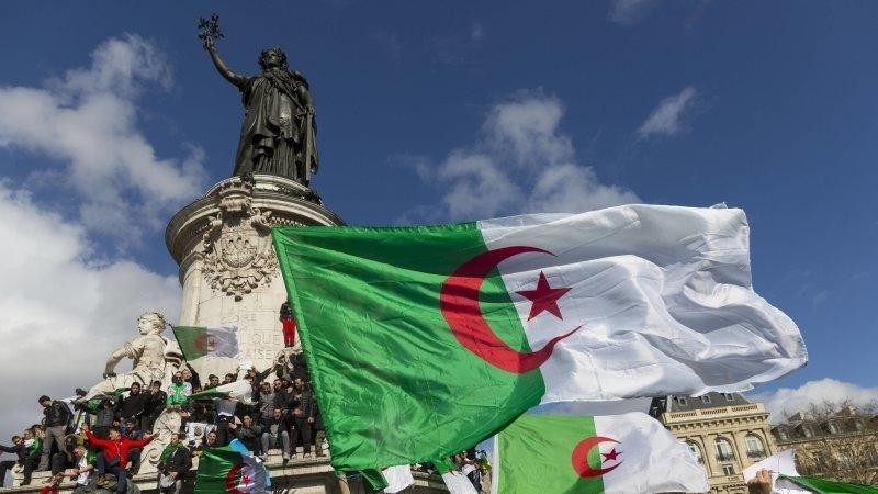 Народ Алжира требует смены политического режима и проведения честных выборов