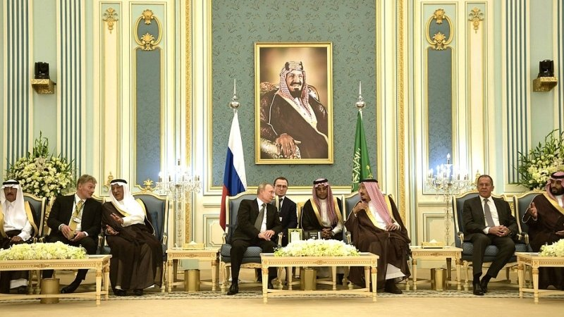 Песков заявил, что в ходе визита Путина в СА обсуждались цены на нефть