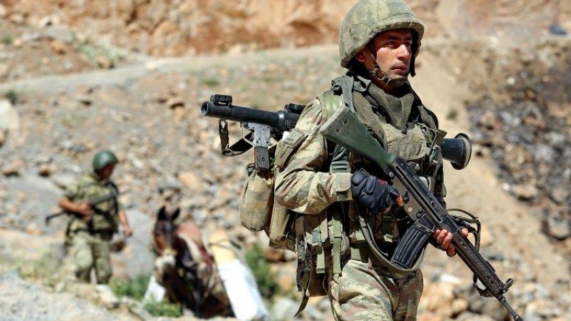 Двое военнослужащих армии Турции погибли в результате боев с курдами-террористами в Сирии