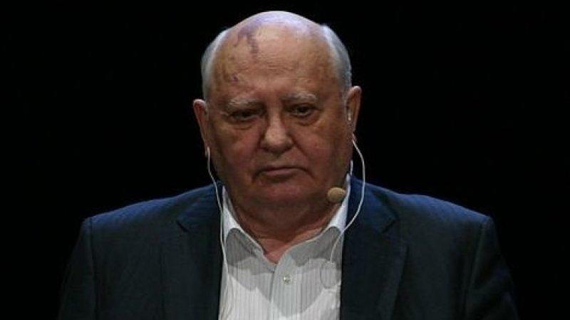 Хасбулатов ответил на заявление Горбачева о победителях в холодной войне