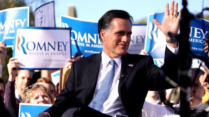 Трамп раскритиковал в Twitter сенатора Ромни, назвав «напыщенным ослом»