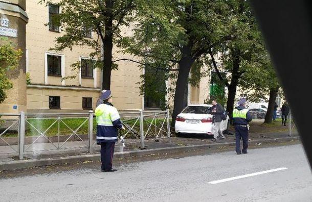 После ДТП наКантемировской иномарка сбила пешеходов натротуаре