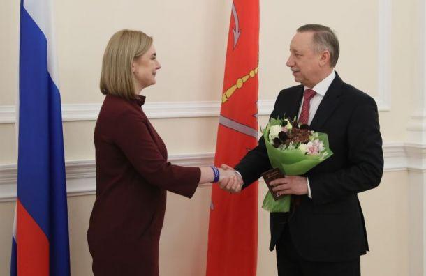 Беглов вручил российский паспорт белорусской ученой