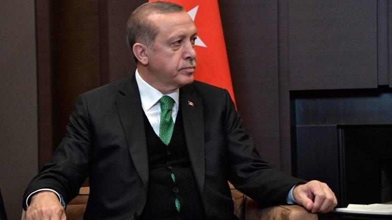 США отдали курдским боевикам Сирию в обмен на возможность красть нефть, сказал эксперт