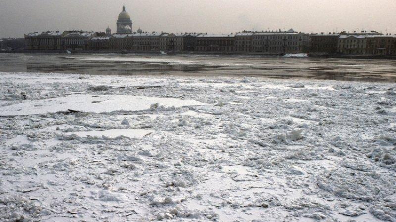 Беглов утвердил в Петербурге запрет выхода на лед до 15 января