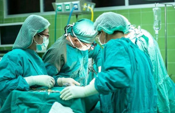Вытащивших изпетербуржца гигантский фаллос врачей наказали занарушение этики