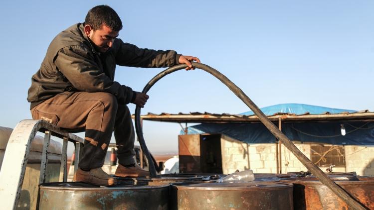 США придумывают обвинения против Дамаска, чтобы не возвращать нефть Сирии — эксперт