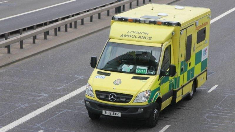 Автомобиль в Британии сбил группу школьников, один ребенок погиб