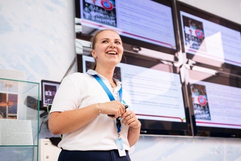 Россияне поддерживают желание детей заниматься волонтерством, выяснил ВЦИОМ