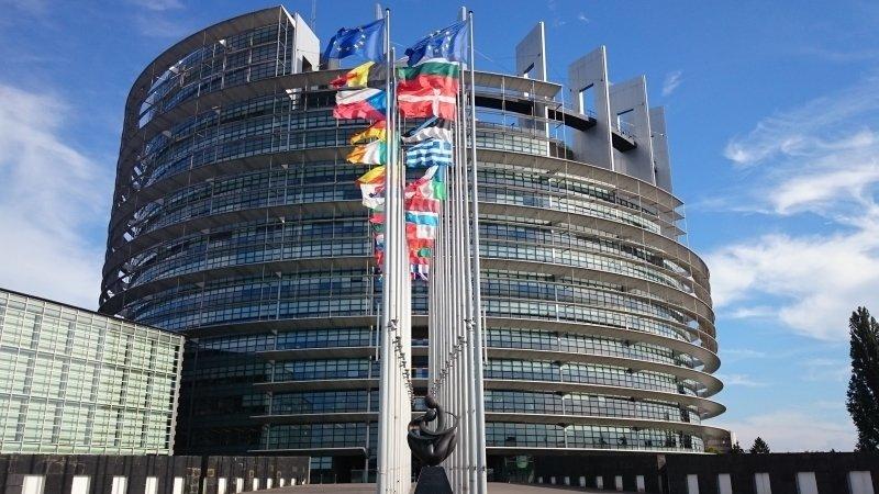 Европарламент призвал Еврокомиссию поддержать мирное урегулирование на востоке Украины