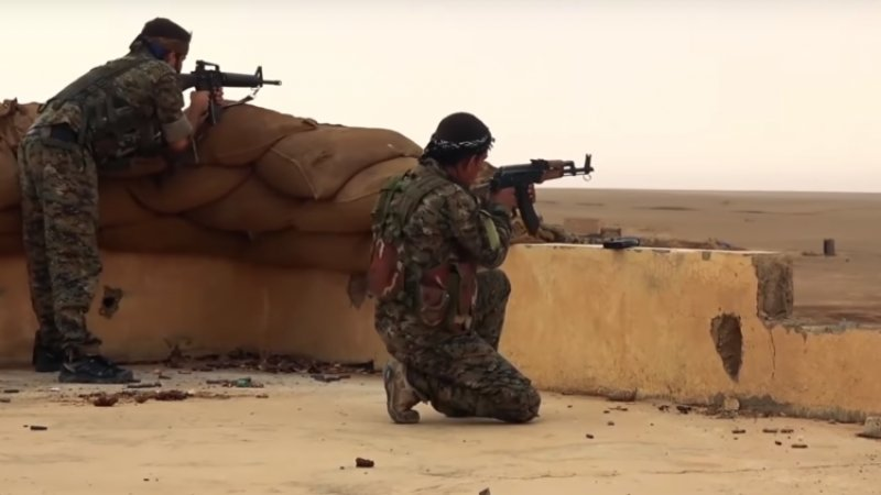 Курдские боевики выпустили 200 человек из лагеря с террористами ИГ* в сирийской Хасаке