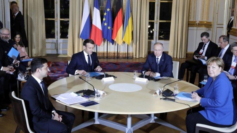 Зеленский вновь выступил за изменение Минских соглашений