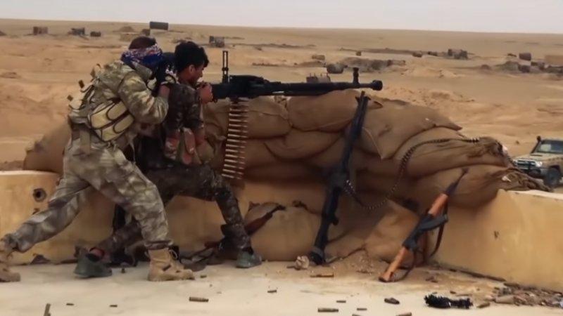 Два курдских боевика подорвались на мине террористов ИГ* в Ракке
